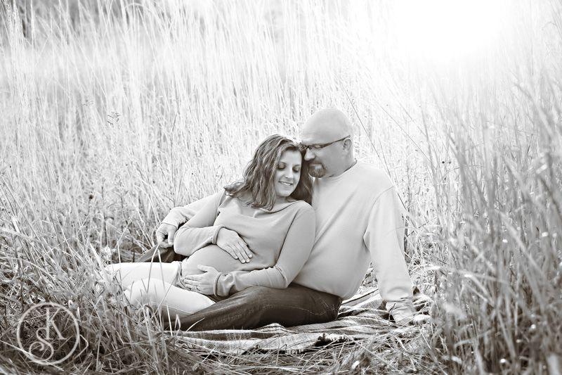 Maternity on location in field in black and white